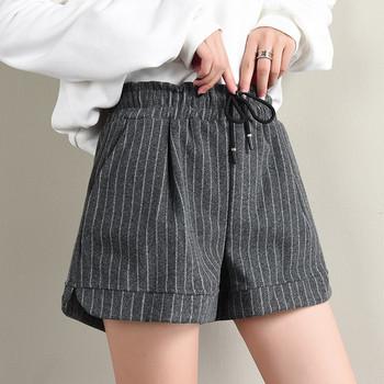 Модерни дамски къси раирани панталони в два цвята