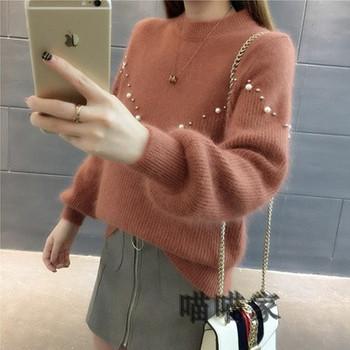 Мек дамски пуловер с овално деколте и перли в различни цветове