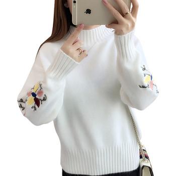 Модерен дамски пуловер с полувисока яка и бродерия на ръкавите