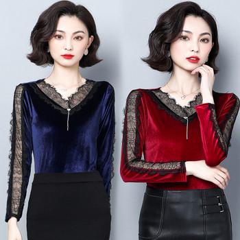 Актуална дамска блуза в син и червен цвят с V-образно деколте и дантела
