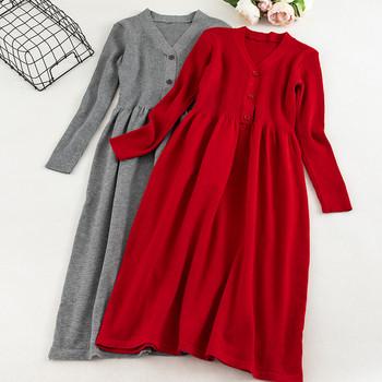 Μοντέρνο γυναικείο φόρεμα για το χειμώνα με τα μακριά μανίκια