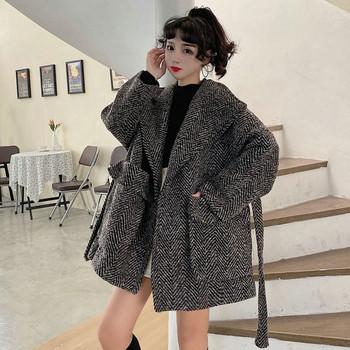 Модерно дамско широко карирано палто широк модел