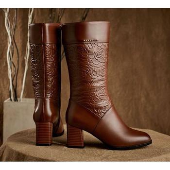 Μοντέρνες γυναικείες μπότες με  τακούνια σε καφέ και μαύρο χρώμα
