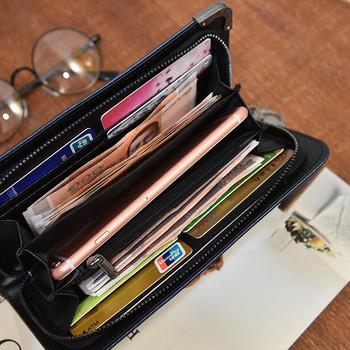 Γυναικείο πορτοφόλι με μεταλλικά στοιχεία και αλυσίδα σε γκρι και μαύρο χρώμα