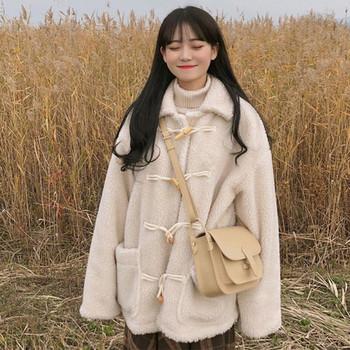 Ежедневно дамско широко палто в бял и кафяв цвят с копчета