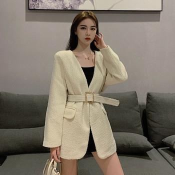 Дамско модерно палто с дълбоко деколте и колан в два цвята