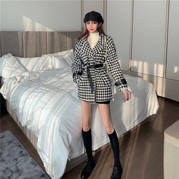 Модерно пролетно-есенно карирано палто