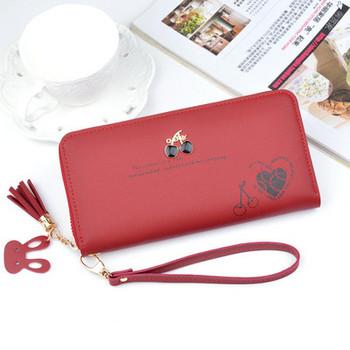 Γυναικείο πορτοφόλι με εφαρμογή και μεταλλικά στοιχεία