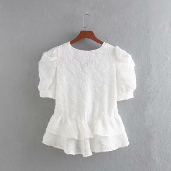 Къса дантелена блуза с дълбоко деколте и къс ръкав в бял цвят