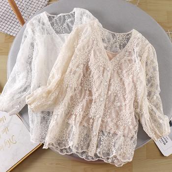 Модерна дамска блуза с копчета и дантела в бял,черен и бежов цвят