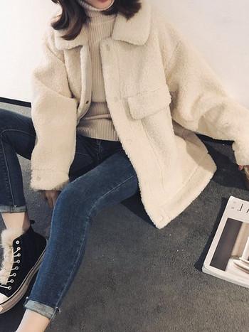 Дамско есенно-зимно палто широк модел в кафяв и бял цвят