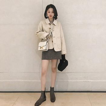 Дамско есенно палто къс модел в бежов цвят
