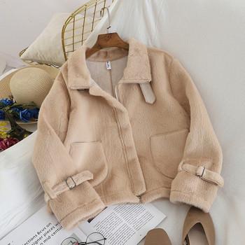 Късо дамско палто с джобове в различни цветове