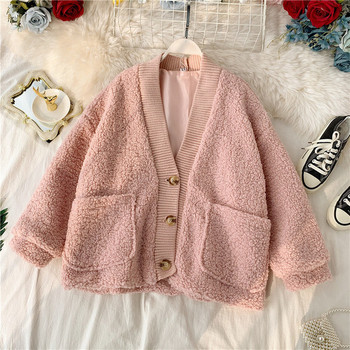 Ежедневно дамско палто с копчета и шпиц деколте в няколко цвята