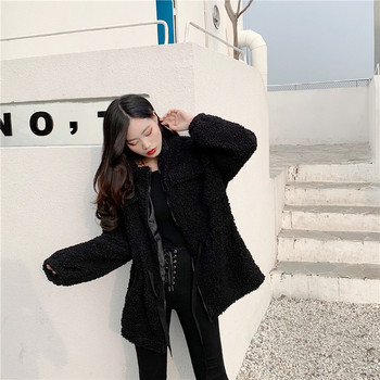 Модерно дамско пухено палто с цип в бял и черен цвят