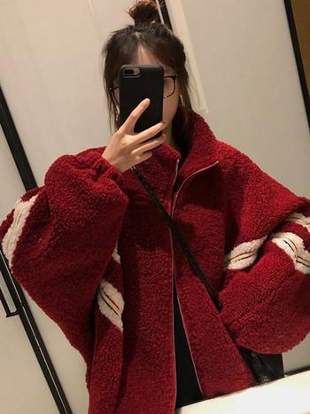 Дамско пухено зимно палто с джобове в бежов и червен цвят