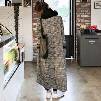 Стилно дамско карирано палто  с шпиц деколте -дълъг модел