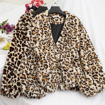 Дамско ежедневно палто с животински десен и шпиц деколте в няколко цвята
