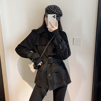 Дамско модерно палто с колан в бял и черен цвят