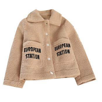 Дамско ежедневно късо палто с копчета и надпис в няколко цвята