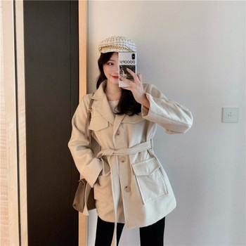 Дамско елегантно пролетно-есенно палто в бял и черен цвят