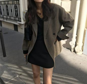 Модерно дамско късо палто широк модел