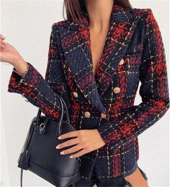 Стилно дамско карирано палто с копчета