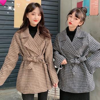 Моделно дамско късо карирано палто в два цвята