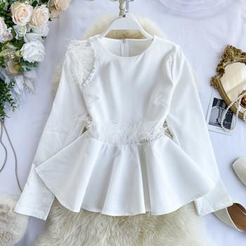 Стилна дамска риза с пера и перли в бял и черен цвят
