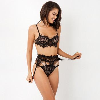 Комплект дамско дантелено бельо в черен цвят