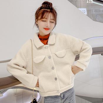 Нов модел дамско късо палто с копчета в кафяв и бял цвят