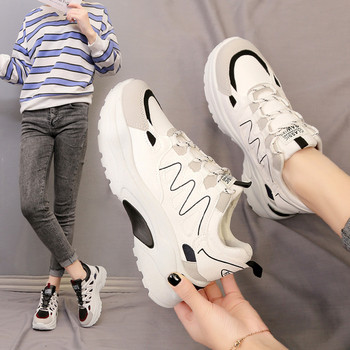Casual γυναικεία αθλητικά παπούτσια σε μαύρο και άσπρο χρώμα με κορδόνια