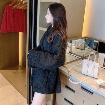 Дълго пухено палто с колан в черен и бял цвят