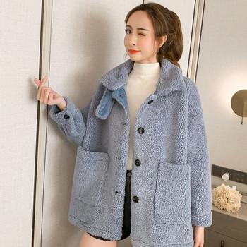 Нов модел актуално дамско палто с копчета и джобове