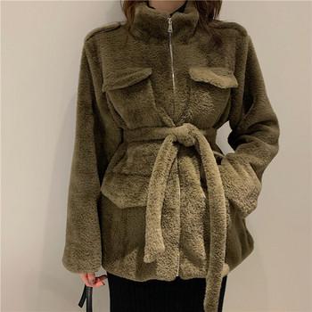 Дълго пухено палто в зелен цвят с колан