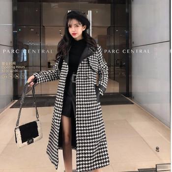 Дълго елегантно карирано палто с елементи от еко кожа