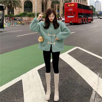 Дамско пухено палто с копчета в бежов, розов и зелен цвят