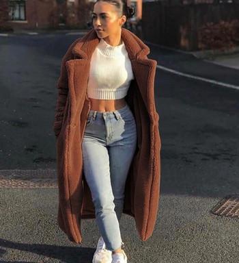 Модерно дамско дълго палто с джобове в кафяв цвят
