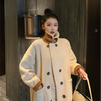 Дълго пухено палто с висока яка в бежов цвят