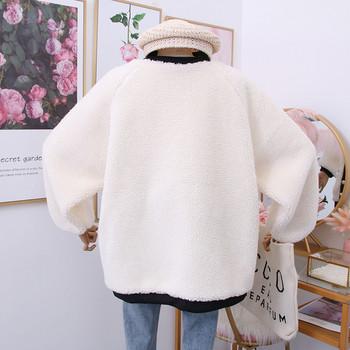 Нов модел дамско палто с копчета и джобове в бял цвят
