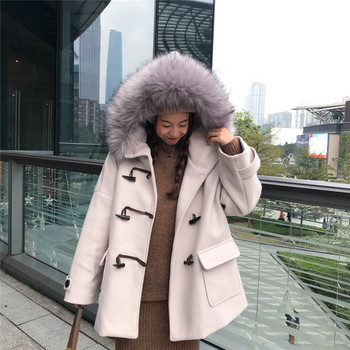Дамско палто в бежов и сив цвят с копчета и яка от пух