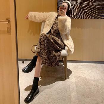 Дамско пухено палто с джобове в бял и бежов цвят