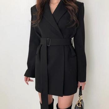 Дамска палто с шпиц деколте в черен и бежов цвят