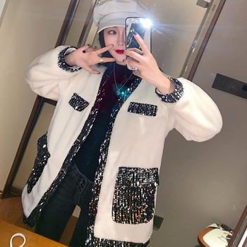 Модерно дамско палто с копчета и пайети в бял цвят