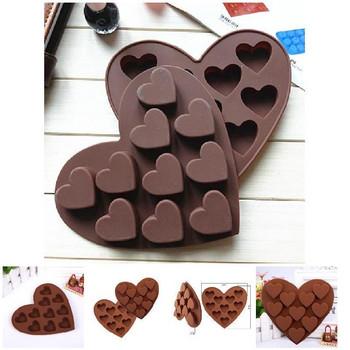 Силиконова форма за бонбони в кафяв цвят - Сърце