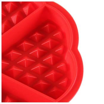 Силиконова форма за гофрети в червен цвят