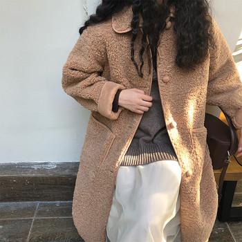 Дълго пухено палто с копчета и джобове в кафяв цвят