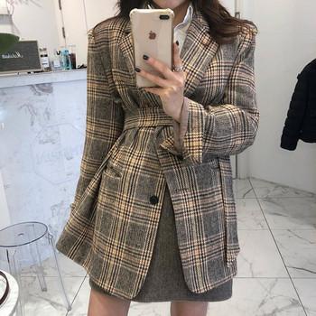 Карирано дамско палто с шпиц деколте в две разцветки