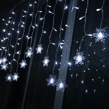 Коледна украса за дома с 96 падащи снежинки в четири цвята с дистанционно управление - 3.5 метра
