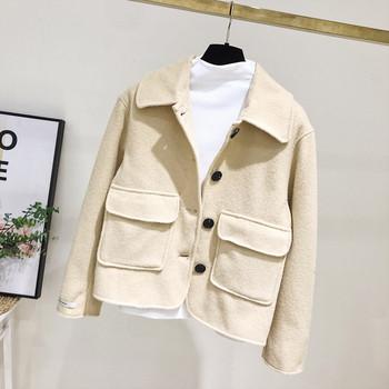 Нов модел дамско палто с джобове и копчета в бежов цвят